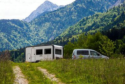 12.05.2012 - Eine Pause unterwegs mit Alpen im Hintergrund