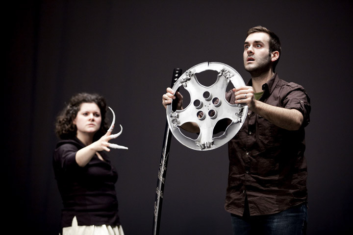 En répétition, Tourterelle (Stéphanie Pothier) et Chérot (Sylvain Paré), avec l'armure en mille miroirs... temporaire!