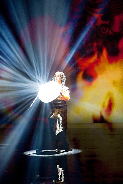 Chérot (Sylvain Paré), avec l'armure en mille miroirs... la vraie!