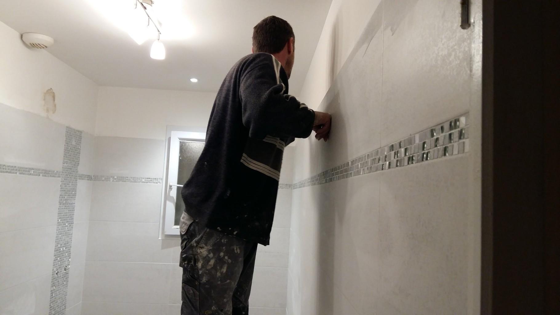 Salle de bain fa ences carreleur b ziers eric sanjuan for Frise mosaique salle de bain