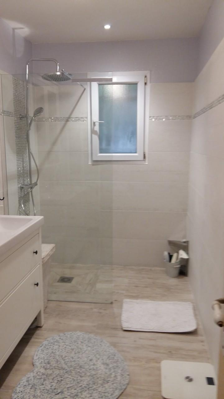 Salle de bain fa ences carreleur b ziers eric sanjuan - Parquet flottant salle de bain ...