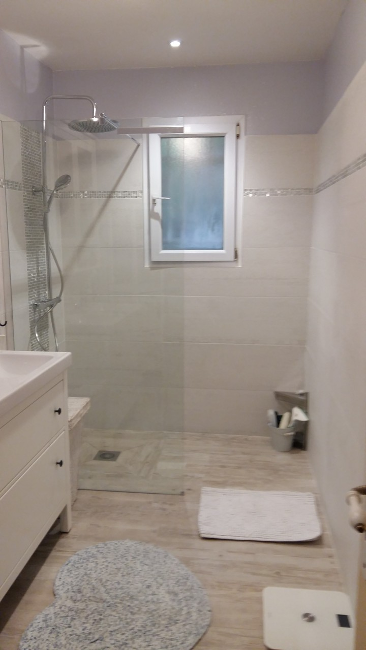 Salle de bain fa ences carreleur b ziers eric sanjuan for Salle de bain carrelage parquet