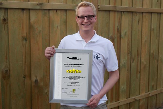 Homann-Innenausbau aus Münster wurde mit dem Zertifikat der Qualitäts- und Serviceroute Münsterland ausgezeichnet