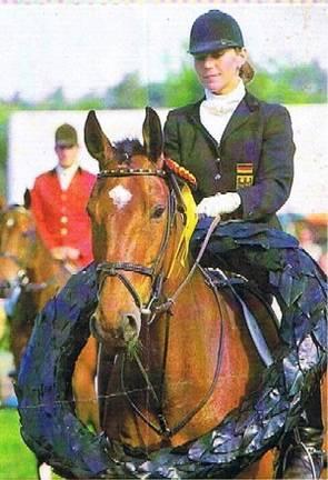 1988 Simone als erste Deutsche Meisterin der Vielseitigkeit - dies hat ihr einen Eintrag ins Guinnes Buch der Rekorde gebracht.