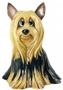 Собачка Фифи, сделана в Великобритания. 19 см в высоту.  Куплена в России, Санкт Петербурге 14.03.2014 .