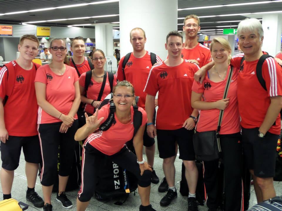 Das deutsche Badminton-Team vor dem Abflug in Frankfurt