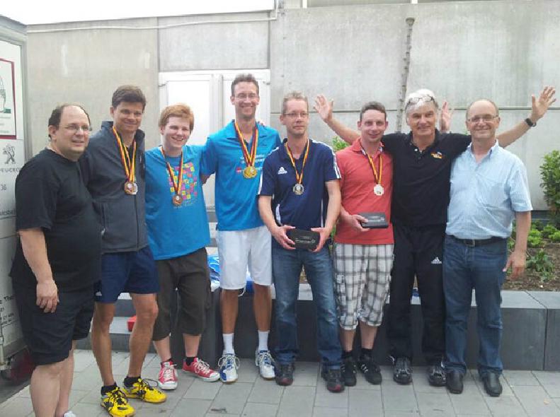 Siegerehrung Herrendoppel Rainer und Matthias (2. und 3. von links)
