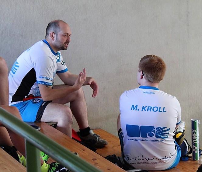 Taktik-Besprechung vor dem Spiel von Prsa/Kroll