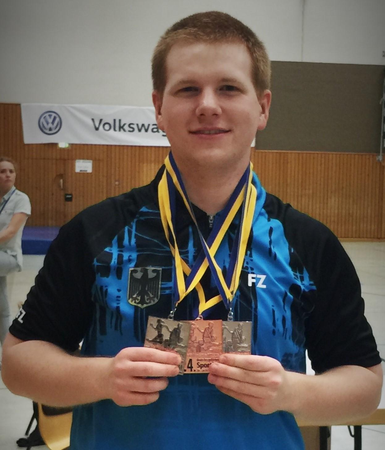 Matthias Kroll mit seinen Medaillen von der DM in Essen