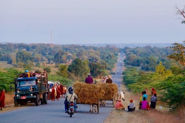 Myanmar, Landstrasse, Ochsenkarren, Verkehr