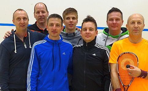 Fröhliche Gesichter bei den Hôncas: Neustadts Squashmannschaft hat es in die zweithöchste deutsche Liga geschafft.