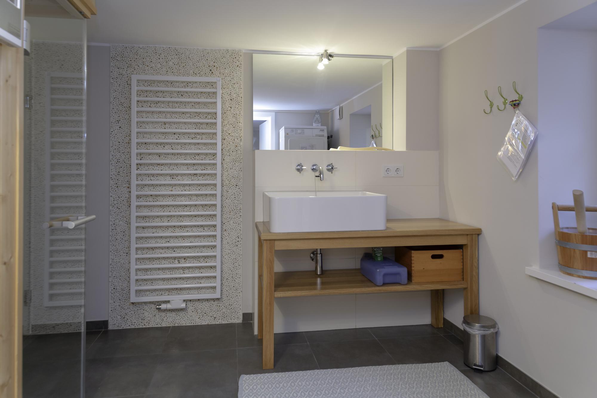 Keller mit Sauna und Waschmaschine ,Trockner