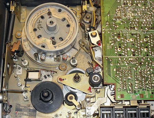 Philips N1700 Videorekorder für das VCR-Videokassettensystem (ca. 1977)
