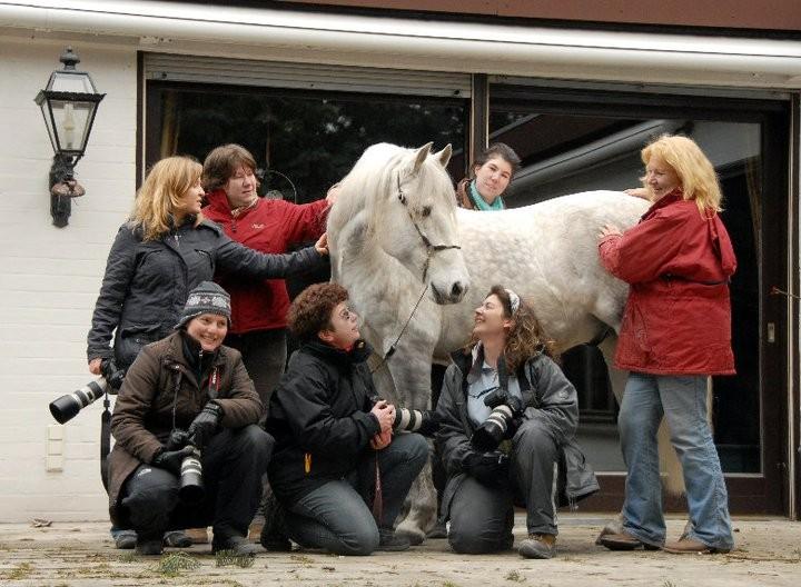Lang lang ist es her: Gruppenbild des Fotoseminars für Fortgeschrittene in Speyer :)