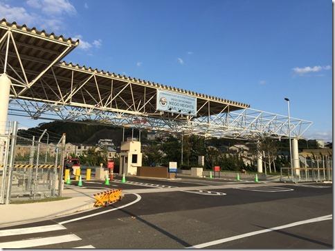 横目に通過した池子米軍基地入口風景 (これはネットからの写真をお借りしました)