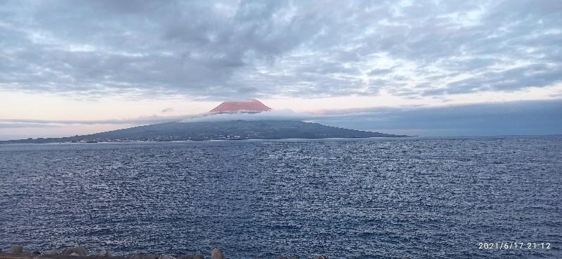 Blick von der Insel Faial aus auf die Insel Pico mit dem Vulkan Pico 2351m
