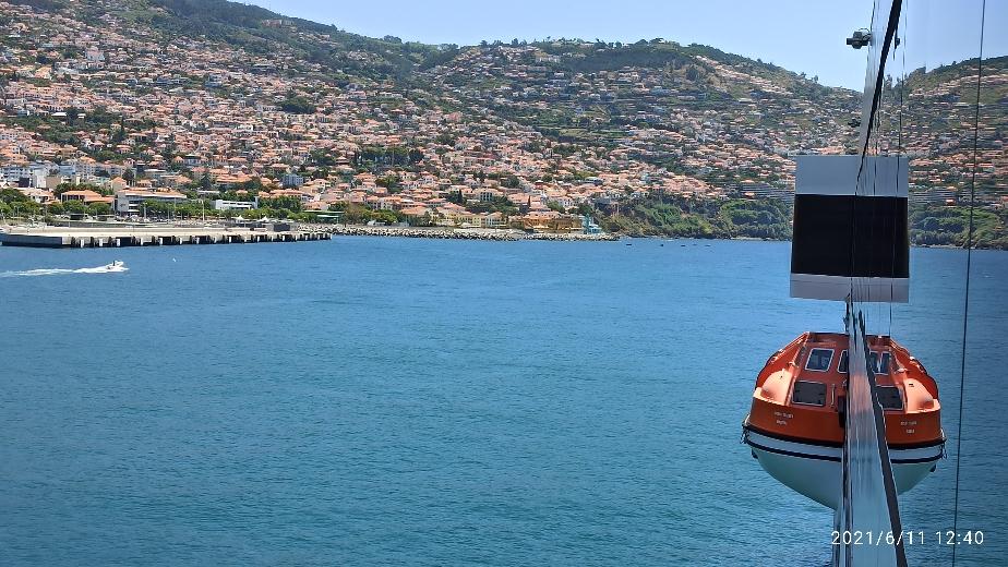 Blick vom Expeditionsschiff World Voyager auf die Stadt Funchal