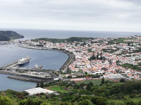 Insel Faial. Blick auf Horta © Inge A. 2021