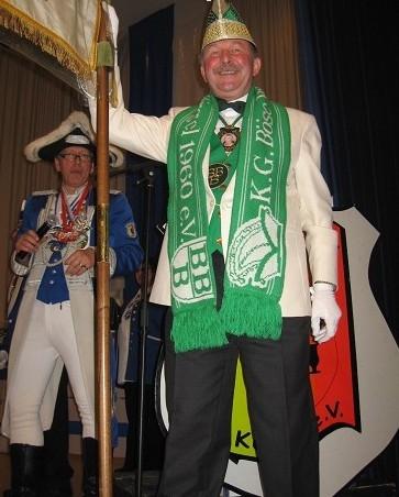2012 - Ausmarsch nach Langerwehe - der standhafte Fahnenträger Klaus Schurz