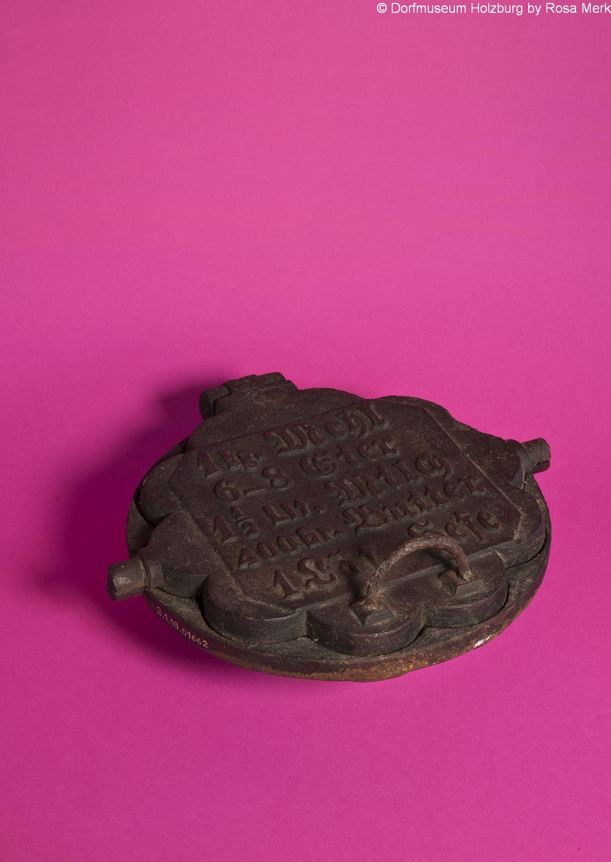 Waffeleisen, Petzkucheeise, 20. Jh., Eisen gegossen, mit wendbarem Aufsatz für Kohleherd