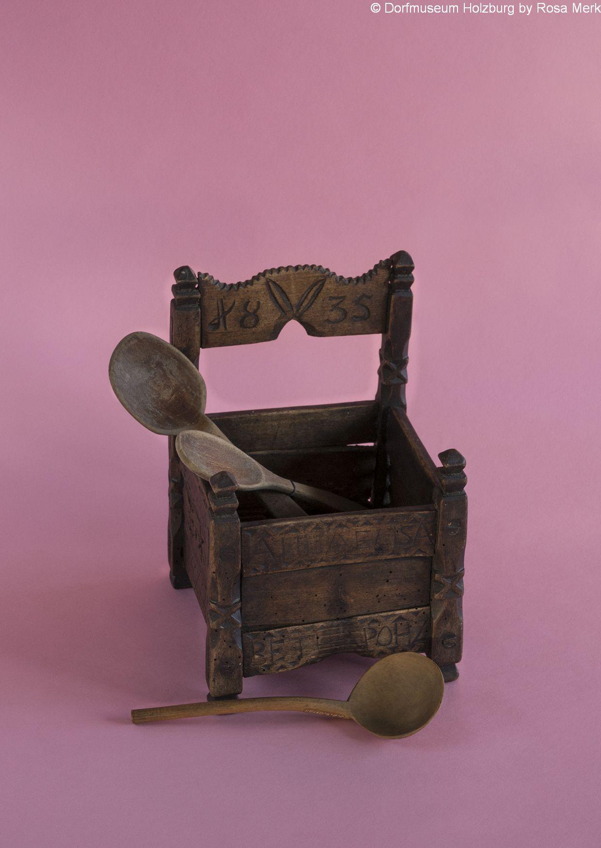 """Löffelkasten,1835, Holz, vorne eingraviert """"ANNA ELISABETH POHL 1835"""""""