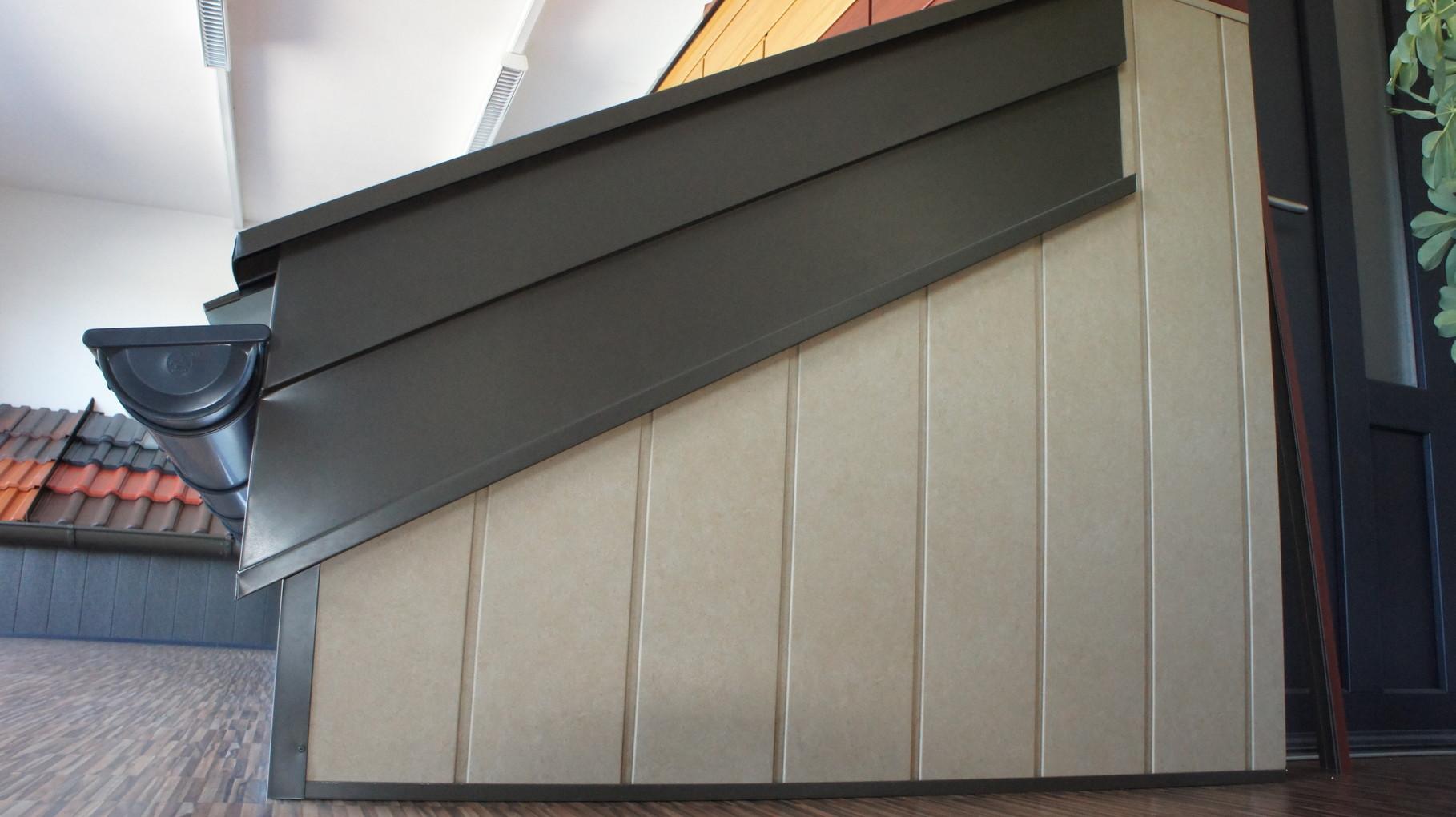 Giebelsparrenverkleidung PREFA braun, Fassaden - Sidings - sandbraun Oberfläche P.10