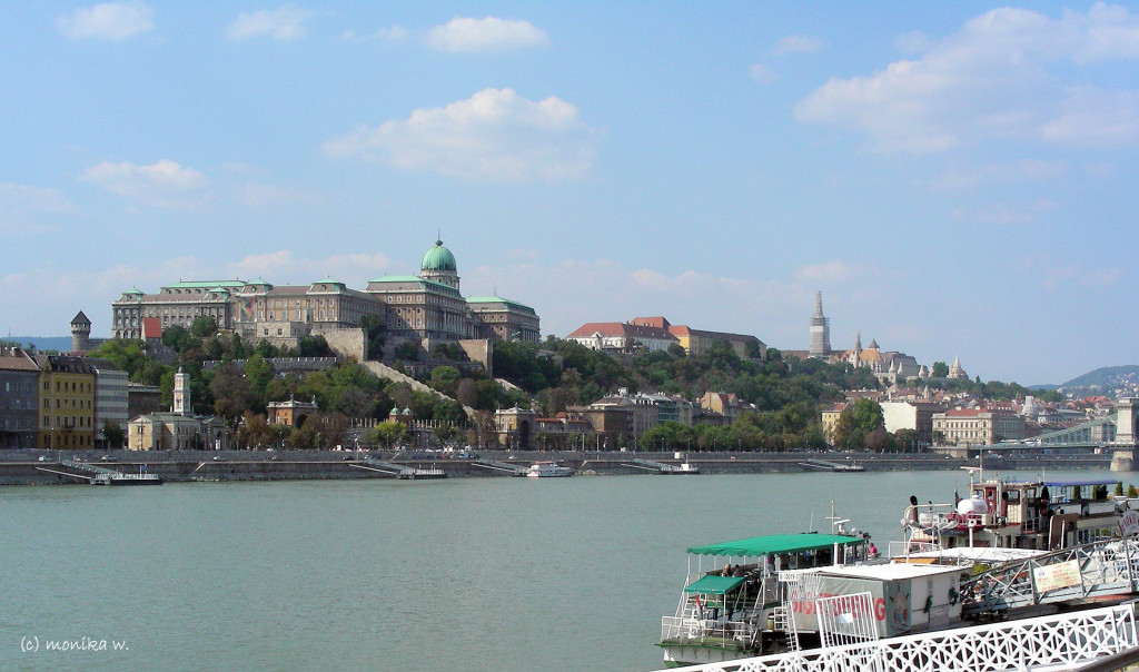 Blick auf Buda mit Burgberg und  Palast