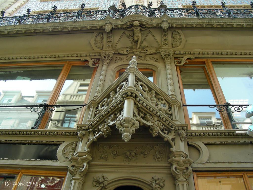 Váci utca - schöne und alte Architektur