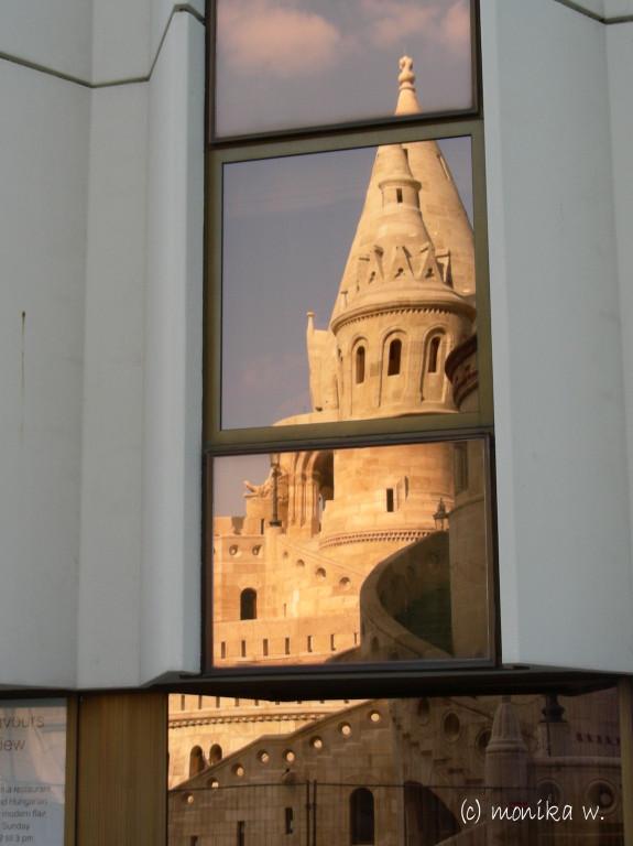 Spiegelungen am Hilton