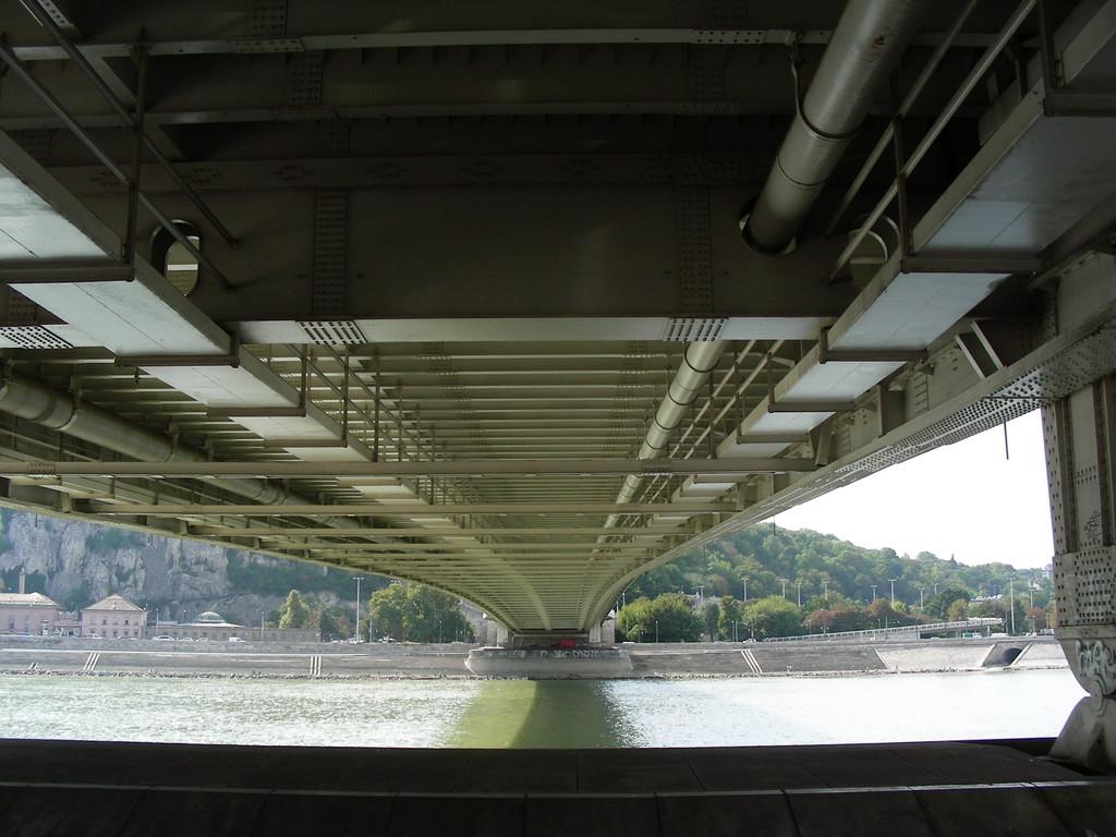 Unter der Elisabethbrücke
