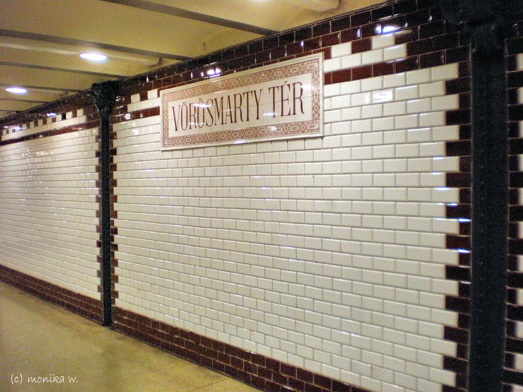 Metro 1 erste U-Bahn Europas, 1896 eröffnet