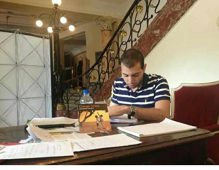 Nidhal en préparation pour le spectacle ''village orange'' au théâtre municipal de tunis