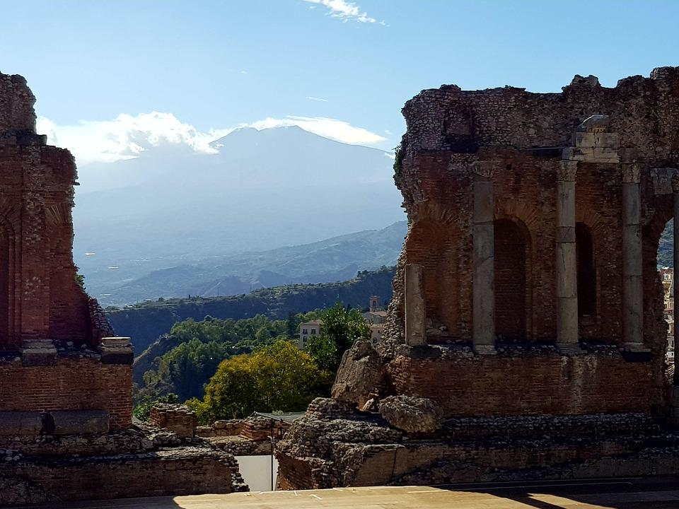 Weltberühmt ist das antike griechische Theater.