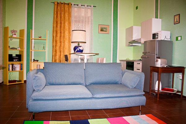 Küche und Wohnraum.