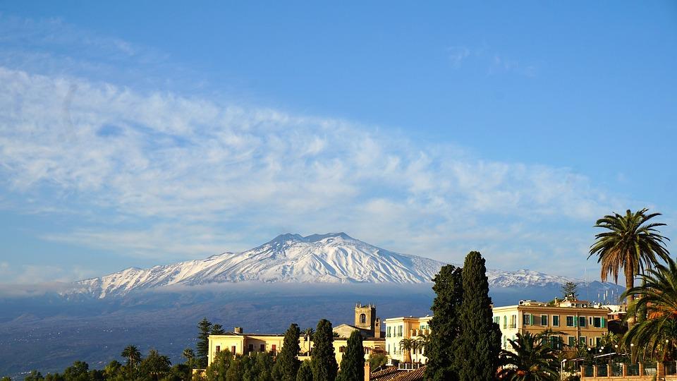 Der Blick auf den Etna von Taormina aus.