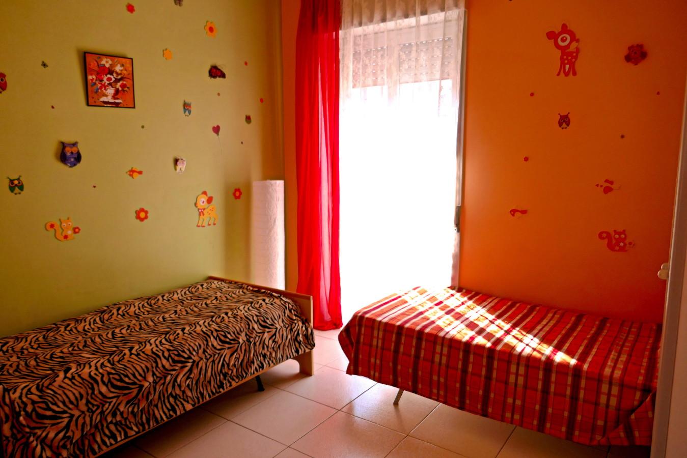 Kinderzimmer in bunten Farbtönen.