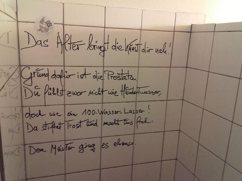 ein herrlicher Spruch auf der Toilette des Hundertwasser-Cafe`s