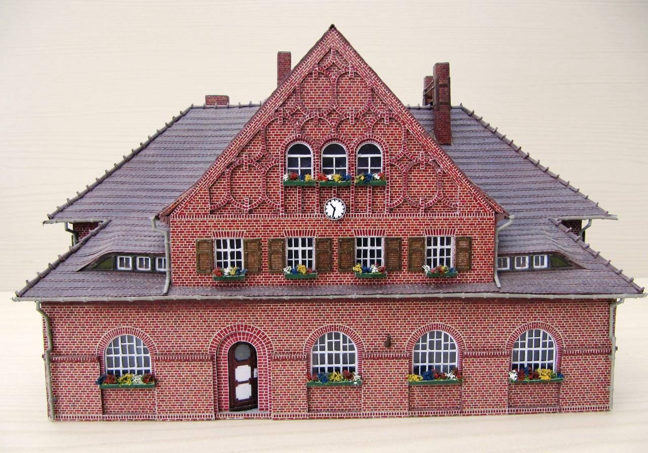 (c) W. Fehse  - Giebelansicht mit edlen Rundbogenfenstern 1:87 (H0)