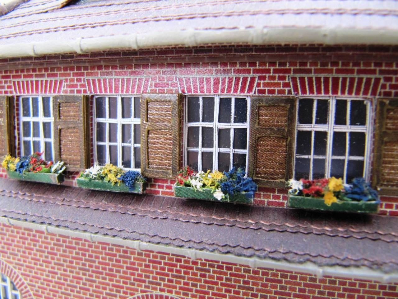 (c) W. Fehse - Sprossenfenster der Wohnungen im 1. OG 1:87 (H0)