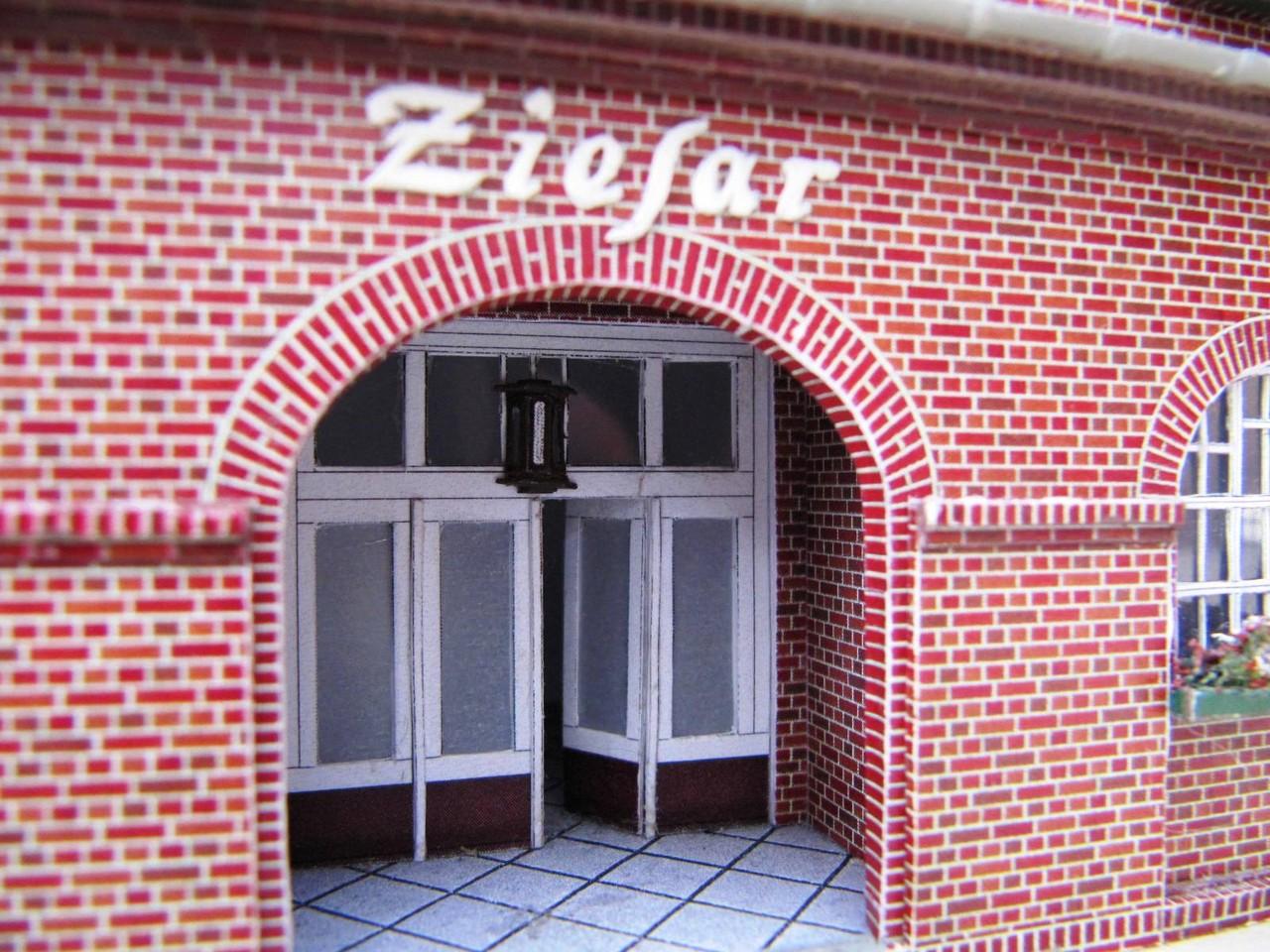 (c) W. Fehse - Eingang zum Bahnhofsgasthof Oskar Meyer 1:87 (H0)