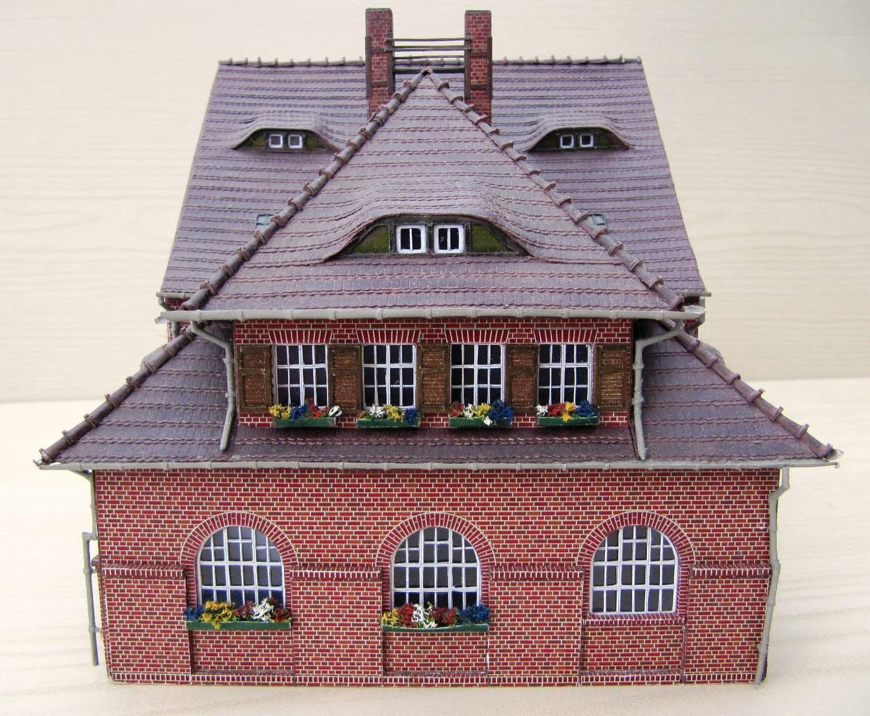 (c) W. Fehse - Biberschwanzkronendeckung des Daches 1:87 (H0)