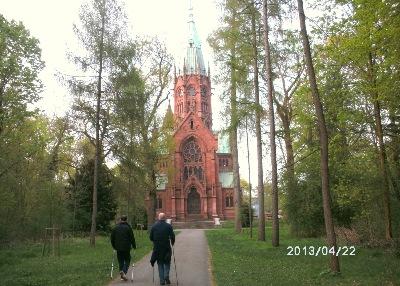 Nordic-Walking im Hardwald, hier an der fürstlichen Grablegungskirche