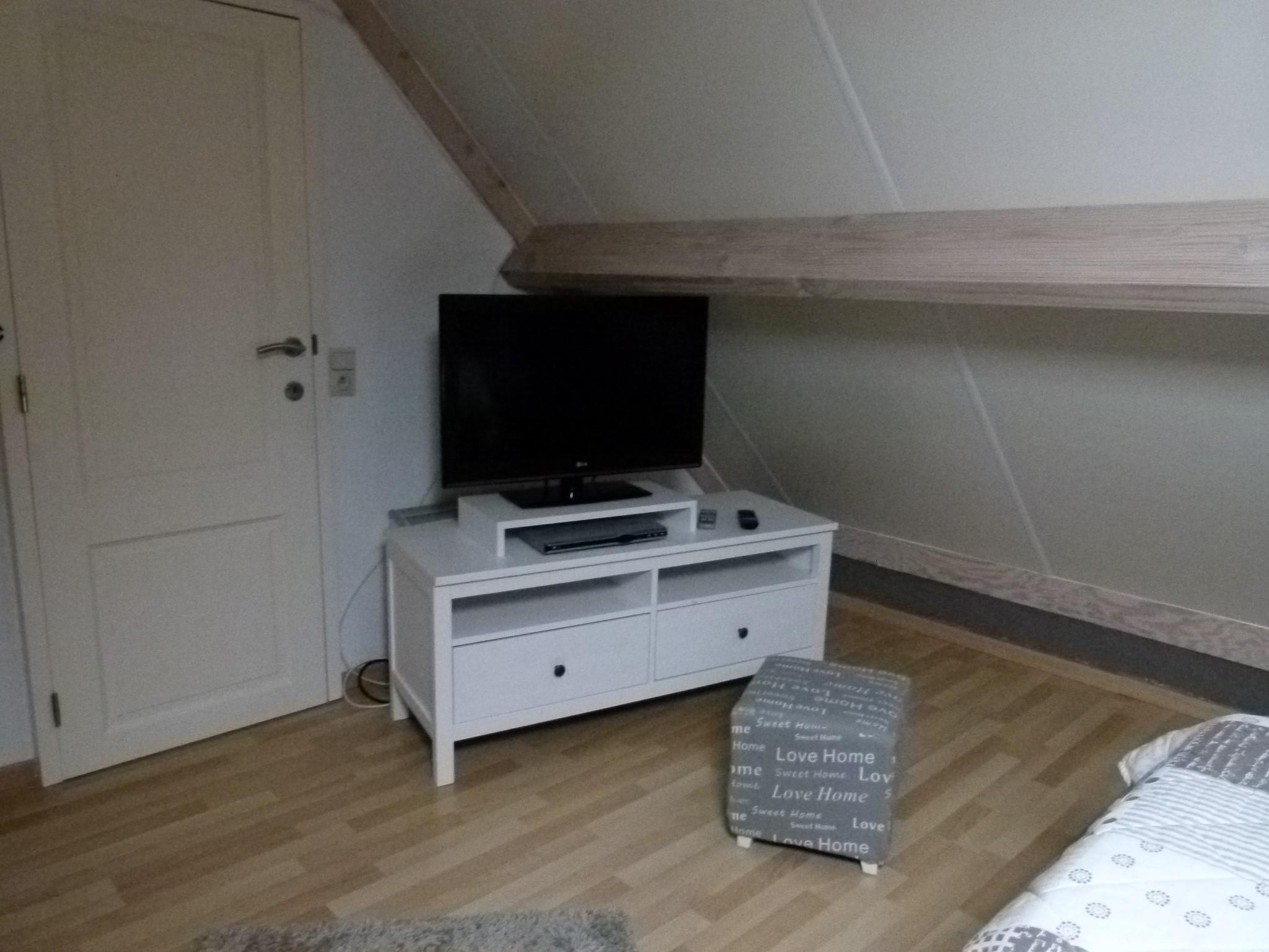 2. Schlafzimmer erste Etage TV