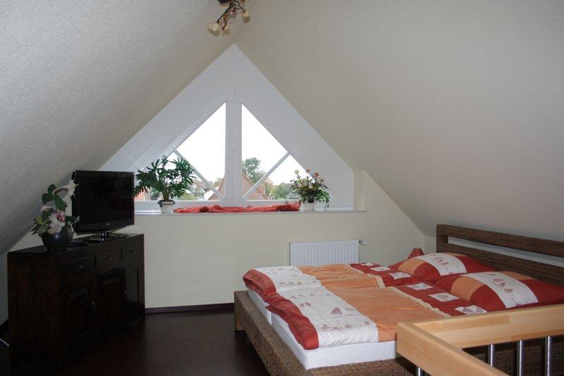 Dachzimmer mit Doppelbett