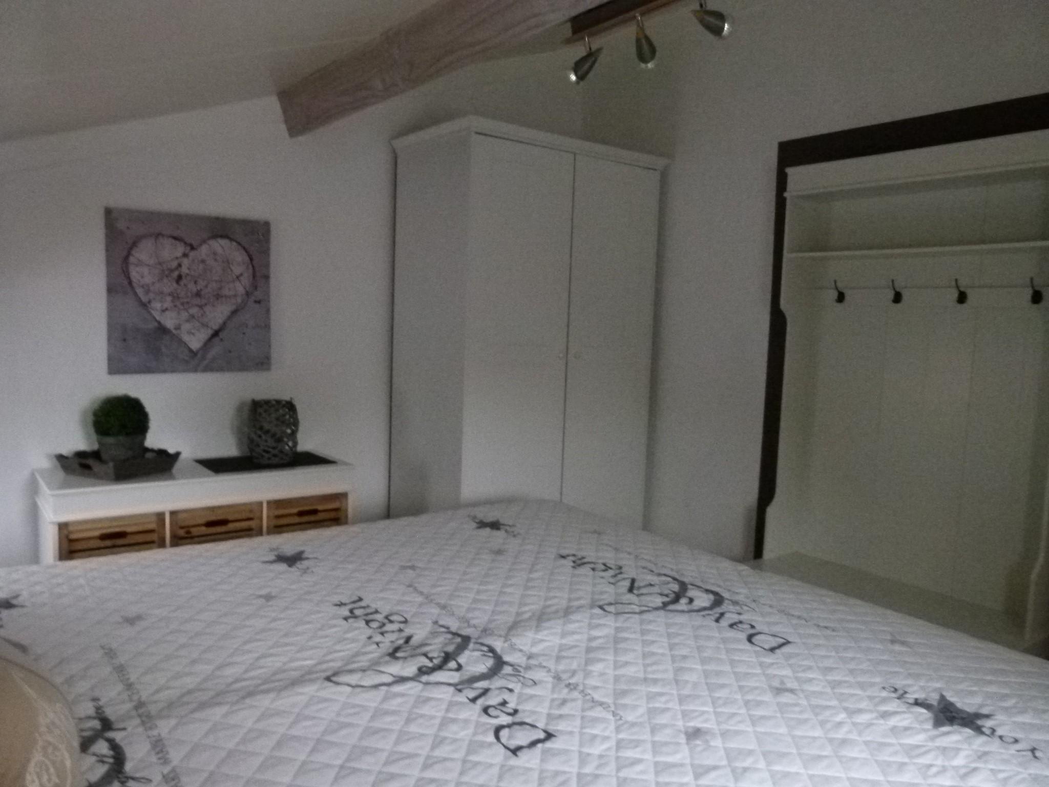 1. Schlafzimmer Erdgeschoss mit Doppelbett