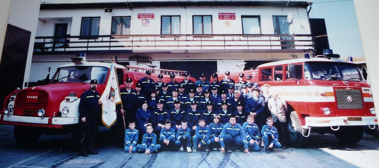 Kameradinnen und Kameraden SDH Revnice 2002