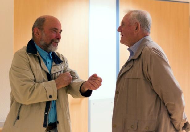 Dr. Danz (li.) im Gespräch mit Dr. Huster (ehem. Chefarz am Ilmenauer Klinikum)