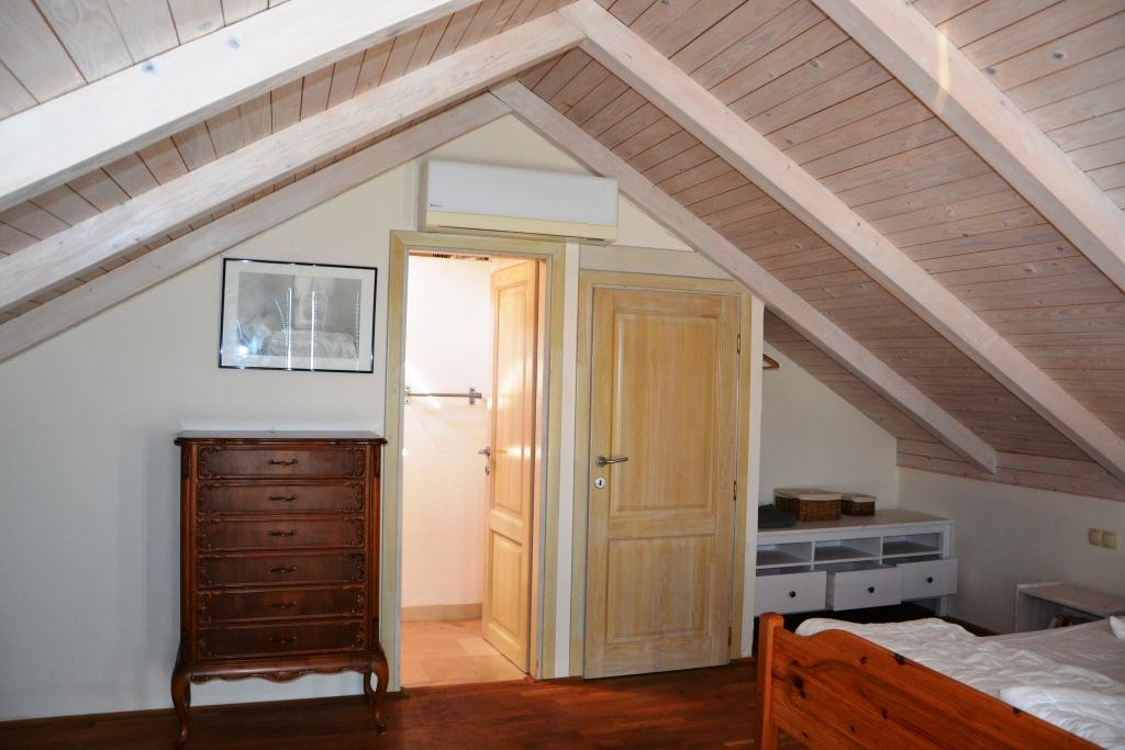 Schlafzimmer oben, Tür zum Bad