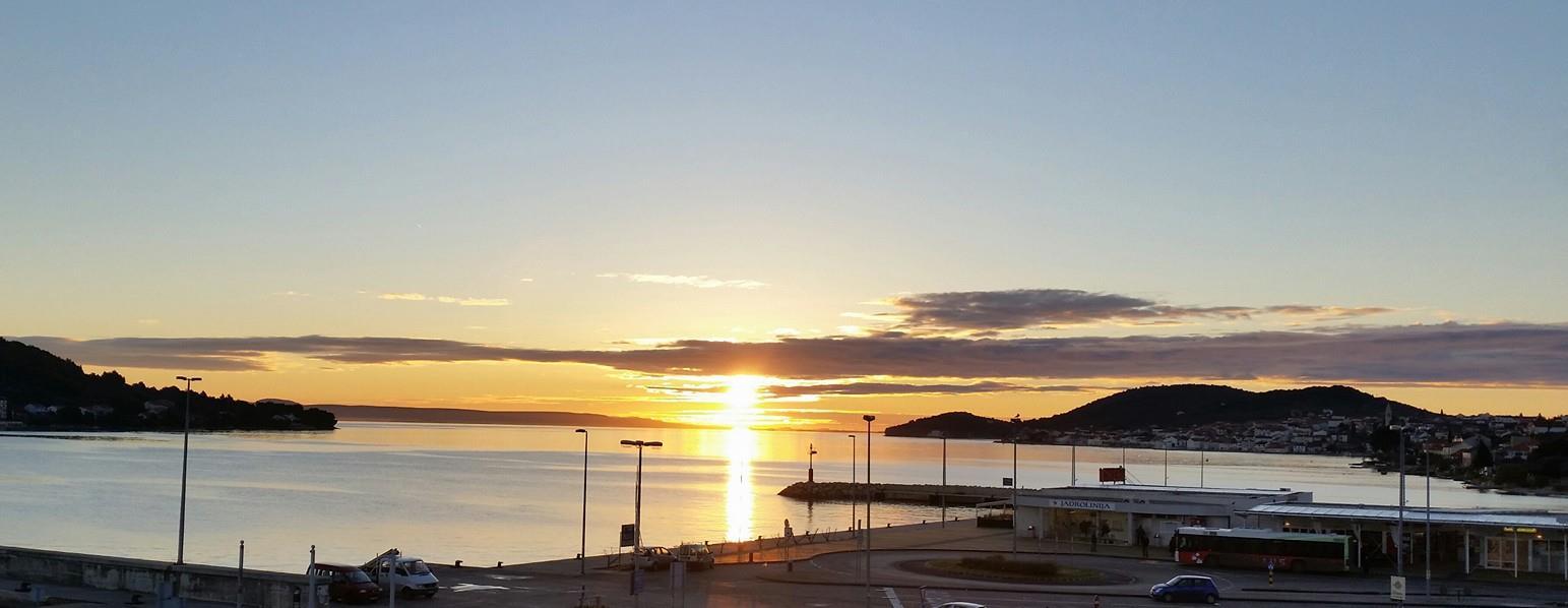 Fähranleger im Sonnenaufgang