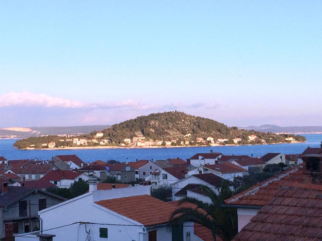 Blick zur Insel Osljak